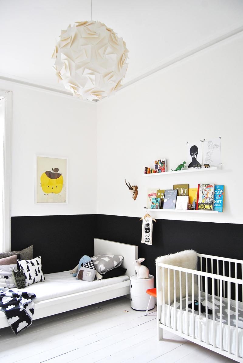 http://www.nordikdeco.com/wp-content/uploads/2012/09/Black-White-Baby-Room.jpg