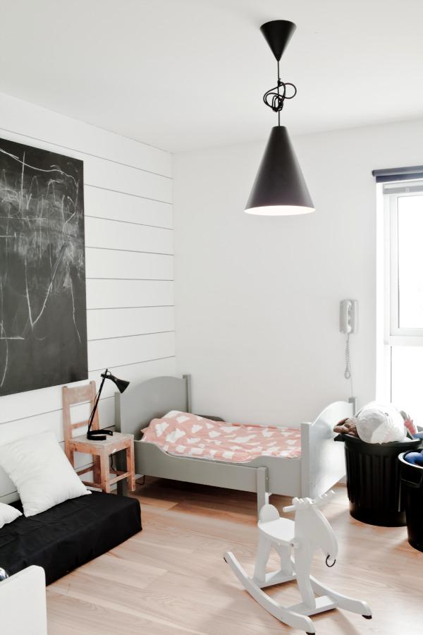http://www.nordikdeco.com/wp-content/uploads/2012/09/black_white_scandinavian_kids_room02.jpg