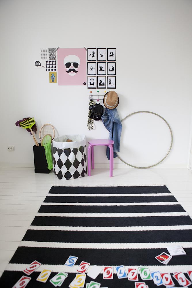 http://www.nordikdeco.com/wp-content/uploads/2012/09/black_white_scandinavian_kids_room_lapetitemag.jpg